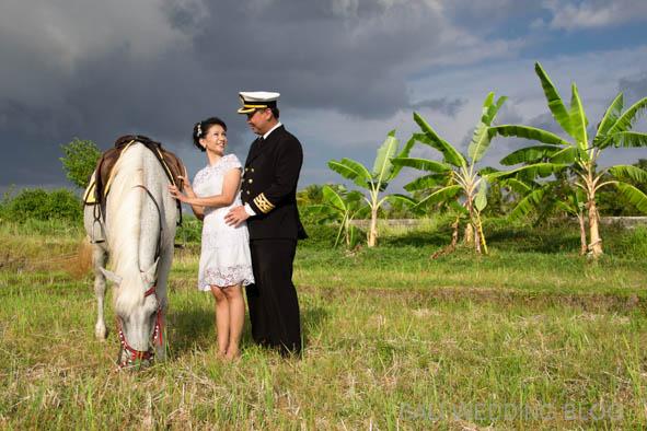 Bali pre wedding photos with horses