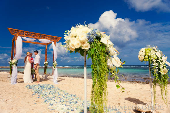Beach wedding in Bali