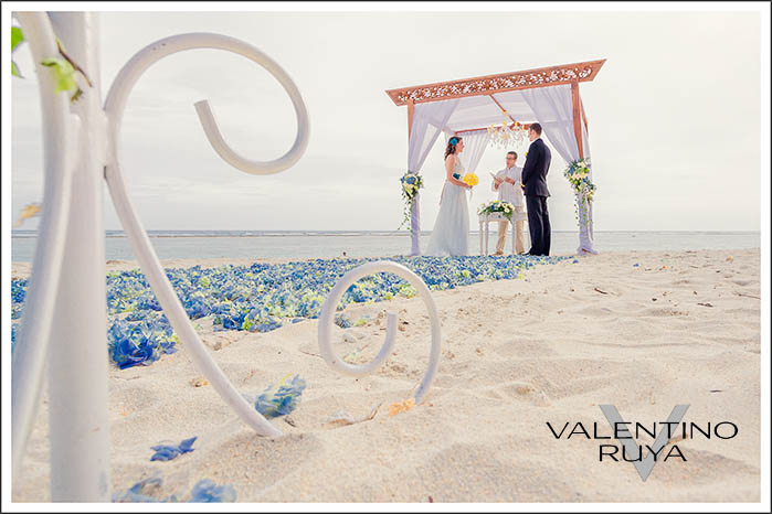 Bali-Wedding-at-Secret-beach-08