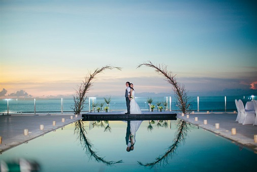 Villa Anugrah's main pool with a fantastic view of the Indian Ocean.