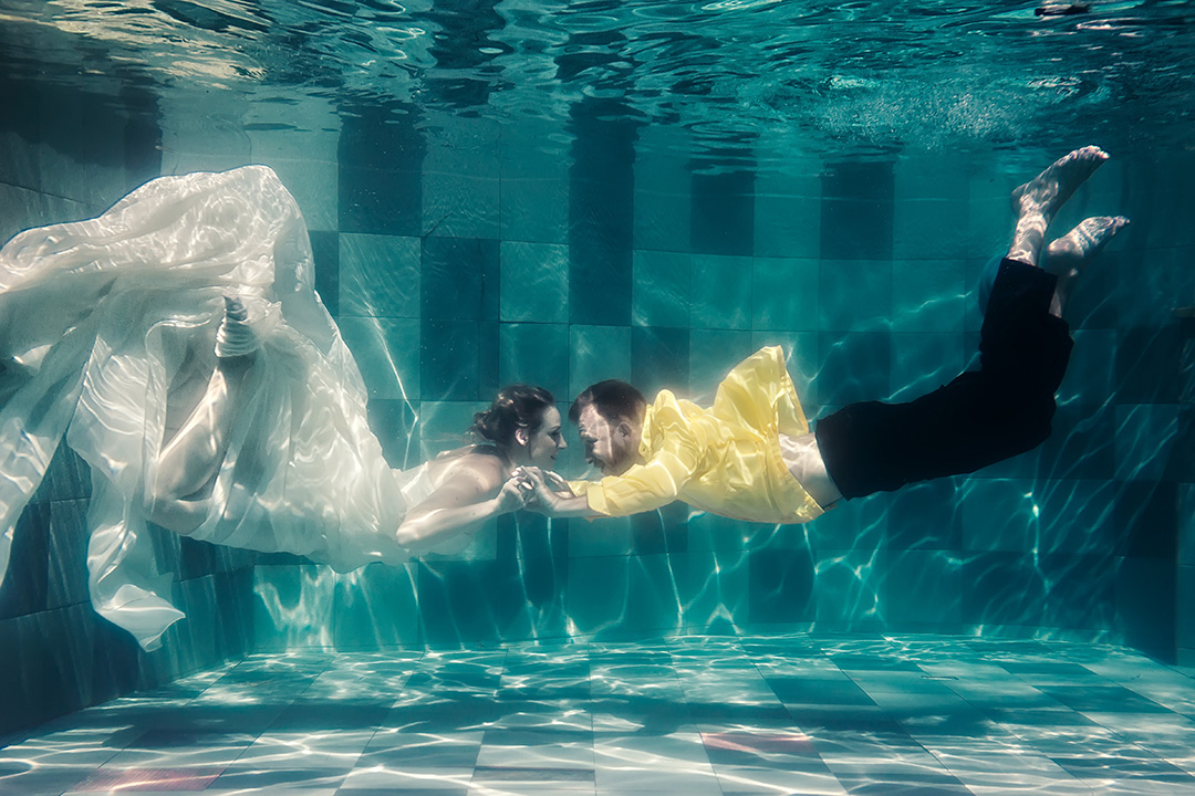 underwater wedding photo Bali