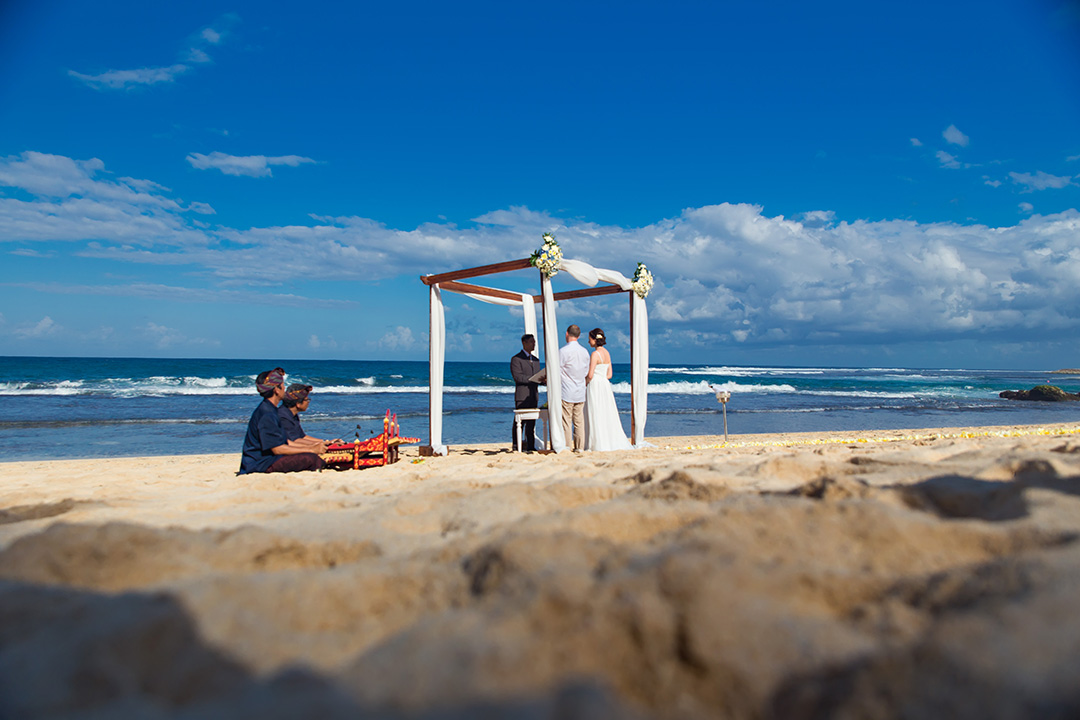 beach wedding cost