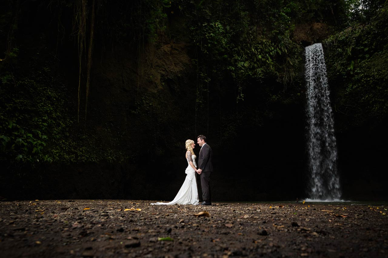 eviewing-popular-Bali-wedding-photographer