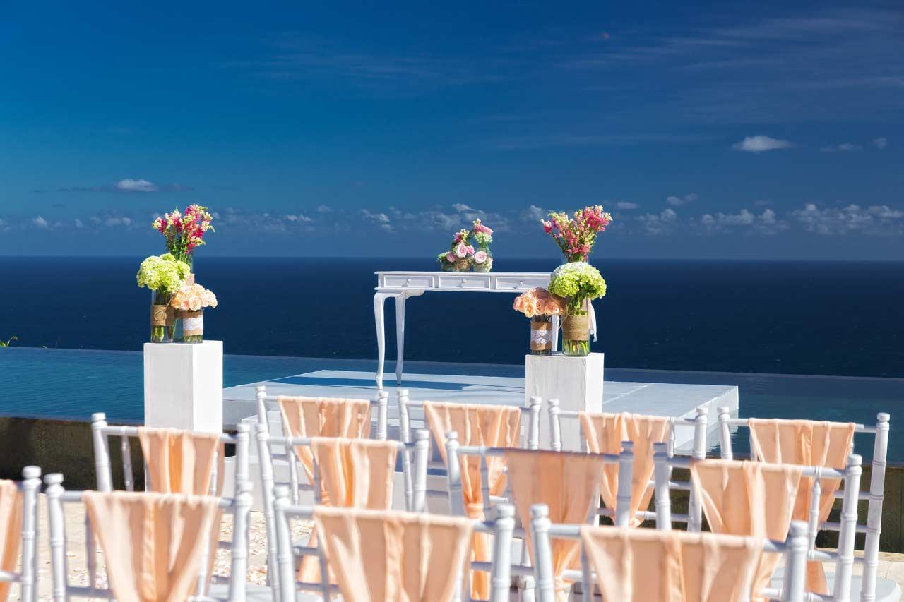 Altar-Bali-clifftop-villa-wedding