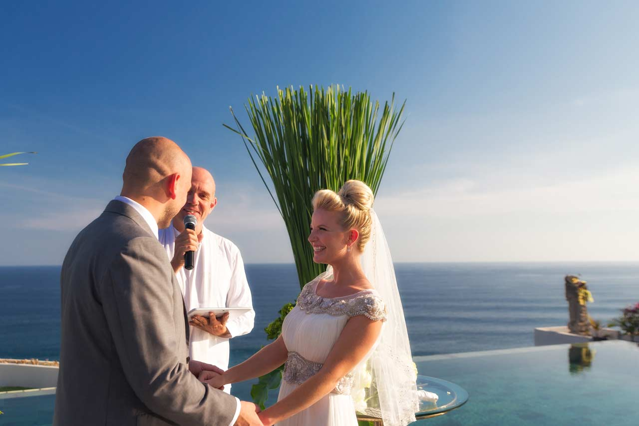 Couple-at-Best-Bali-cliff-top-wedding-villa