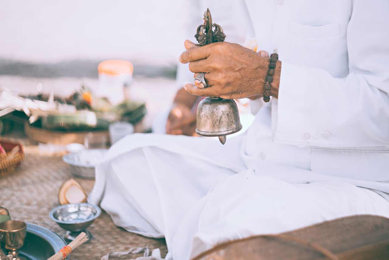 Balinese-priest-rings-a-sacred-bell